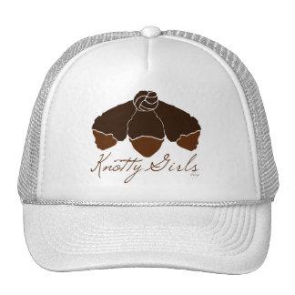 Pelo nudoso de los chicas atado en un nudo gorras de camionero