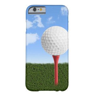 Pelota de golf en camiseta, el cielo y la hierba funda para iPhone 6 barely there