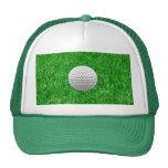 Pelota de golf en césped gorros bordados