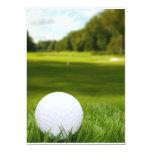 Pelota de golf en hierba anuncio personalizado