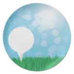 pelota de golf en hierba plato de cena