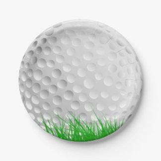 Pelota de golf en hierba platos de papel