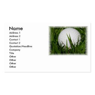 Pelota de golf en tarjeta de visita de la hierba