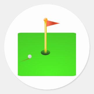 Pelota de golf y bandera del golf pegatina redonda