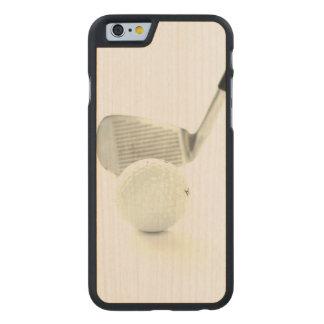 Pelota de golf y club funda de iPhone 6 carved® slim de arce