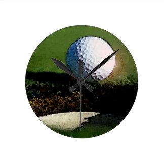 Pelota de golf y el agujero reloj redondo mediano