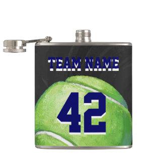 Pelota de tenis con nombre y número del equipo