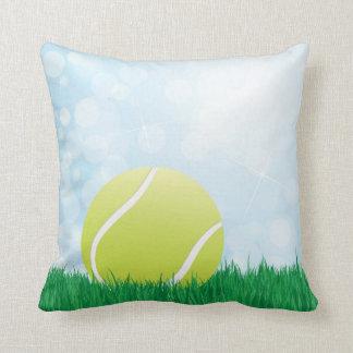 pelota de tenis en hierba almohada