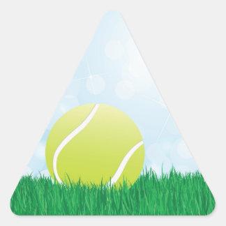 pelota de tenis en hierba pegatina triangulo