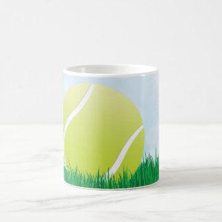pelota de tenis en hierba taza clásica
