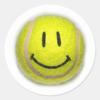 Pelota de tenis sonriente de la cara etiqueta redonda