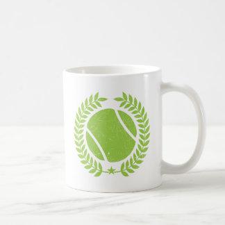 Pelota de tenis y diseño del vintage del equipo taza clásica