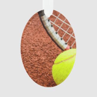 Pelota de tenis y primer de la estafa