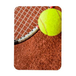 Pelota de tenis y primer de la estafa imán