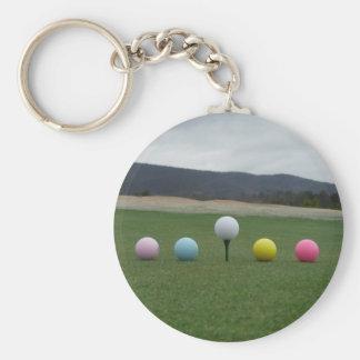 pelotas de golf coloreadas brillantes en una monta llavero