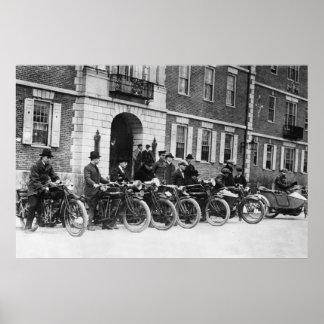Pelotón de la motocicleta de Harvard, 1900s tempra Póster