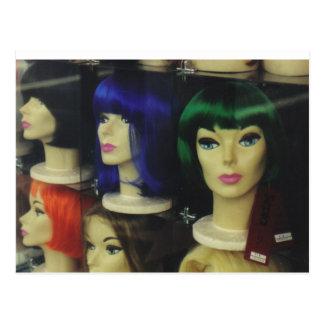 Pelucas en una tienda de Los Ángeles Tarjetas Postales