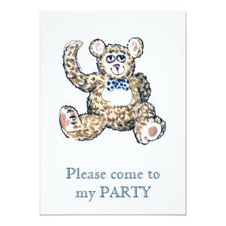 Peluche con la invitación manchada del fiesta de
