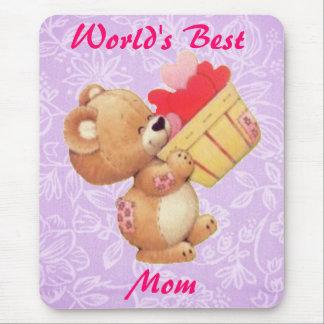 Peluche del día de madre y una cesta de corazones alfombrillas de ratón