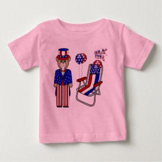 Peluches 4tos de la silla de julio playera de bebé