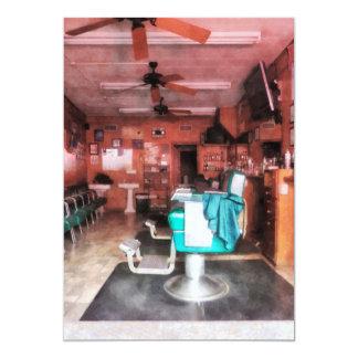 Peluquería de caballeros con las sillas de invitación 12,7 x 17,8 cm