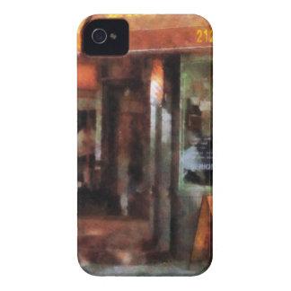 Peluquería de caballeros del oeste del pueblo iPhone 4 protectores