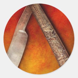 Peluquero - afeitando - guarde un labio superior pegatina redonda