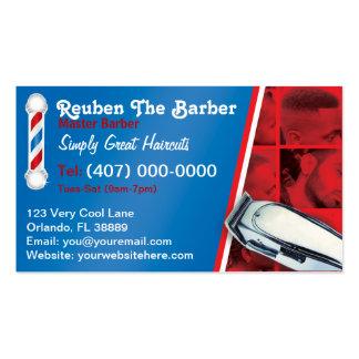 Peluquero de la barbería polo y podadoras del pel