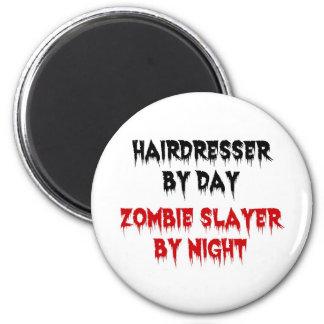 Peluquero del asesino del zombi del día por noche imán redondo 5 cm