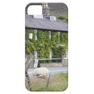 Pen-Y-Gwryd Hotel, Wales, United Kingdom iPhone SE/5/5s Case