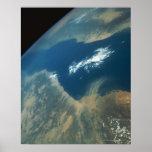 Penacho del polvo sobre el Mar Rojo Posters