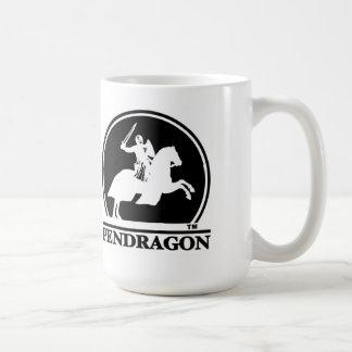 Pendragon representa las tazas del logotipo