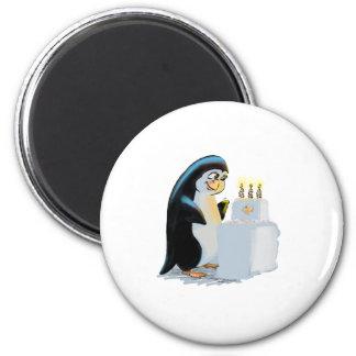 PeNgUiN CaKe 2 Inch Round Magnet