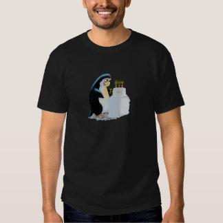 PeNgUiN CaKe T-shirt