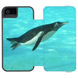 Penguin Swimming Underwater Wallet Case For iPhone SE/5/5s