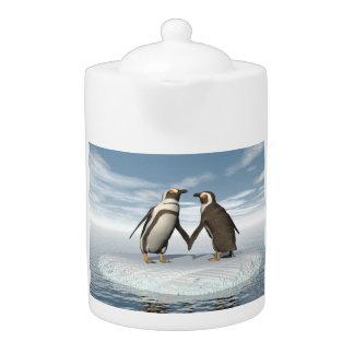Penguins couple teapot