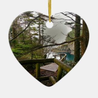 Península olímpica del rastro de la adulación del adorno navideño de cerámica en forma de corazón