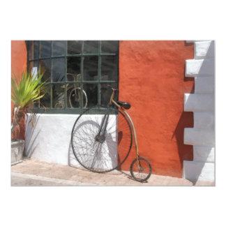"""Penique-Comino delante de la tienda de la bici Invitación 5"""" X 7"""""""