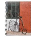Penique-Comino delante de la tienda de la bici Libro De Apuntes