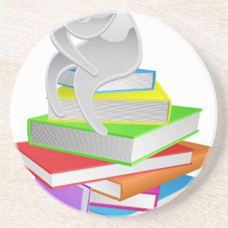 Pensador de pensamiento en los libros posavasos diseño