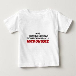 Pensamiento demasiado ocupado en astronomía playera de bebé