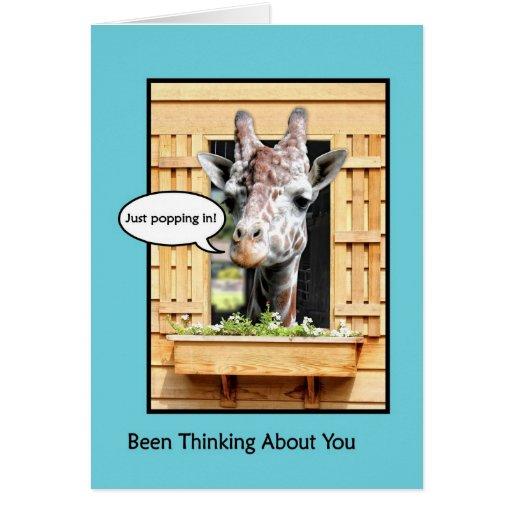 Pensamiento divertido en usted, jirafa linda a tra tarjeta de felicitación