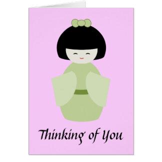 Pensamiento en usted muñeca japonesa del kimono tarjeta de felicitación