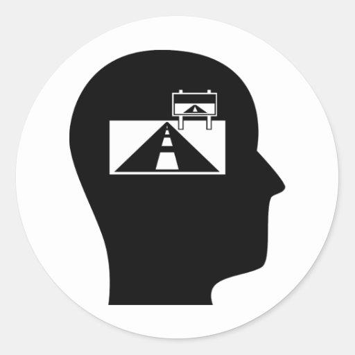 Pensamiento en viajes por carretera etiqueta redonda