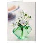 Pensamiento floral de las violas del florero verde tarjetas