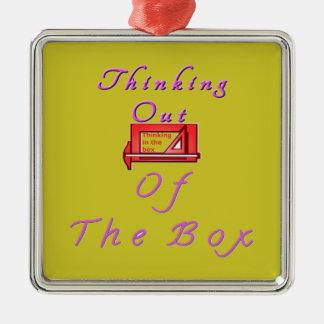 Pensamiento fuera de la caja adorno navideño cuadrado de metal