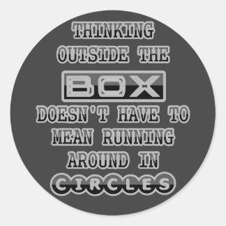Pensamiento fuera de la caja pegatinas redondas