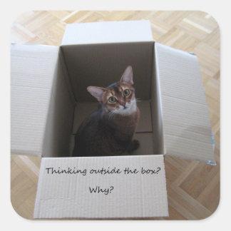 Pensamiento fuera de la caja pegatina cuadrada