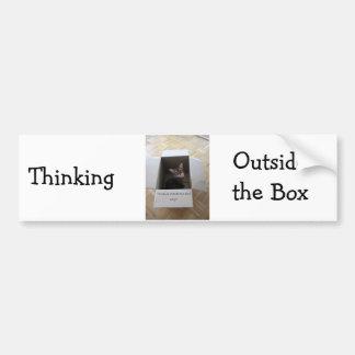 Pensamiento fuera de la caja pegatina para auto