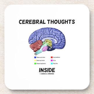 Pensamientos cerebrales dentro del humor anatómico posavasos de bebidas